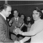15NOV1973 Sr. Novales recoge premio